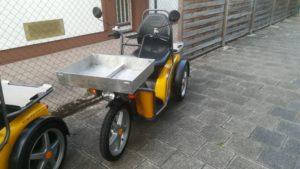 KyBurz Elektromobil mit Gepäckträger vorne